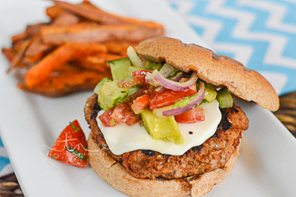 Grilled pesto turkey burger